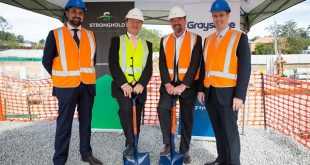 Quest CEO, Zed Sanjana was onsite for the turning of the sod, joined by Federal Member for Moreton, Mr Graham Perrett MP, and representatives from Graystone, Stronghold Investment Management and Benlee Company