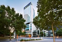 "Photo of Holiday Inn Express Melbourne Southbank – Why we're ""green"" with envy"